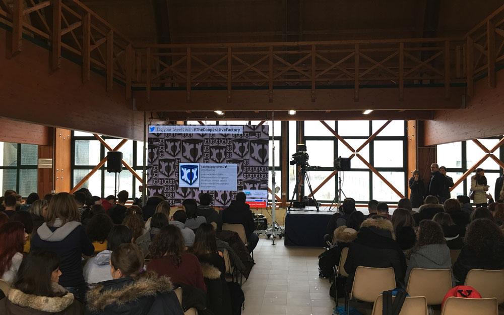 the-cooperative-factory-convegno-potenza-2-alessandro-martemucci-officinae-agenzia-lean-digital-marketing-management-campagne-social-comunicazione-school-formazione-matera-milano